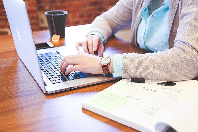 企业如何合理调整员工薪酬,有效避免用工风险?