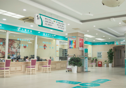2021年超过法定退休年龄的劳动者怎么参加广州工伤保险?